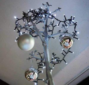 weihnachtlicher-silberschmuck