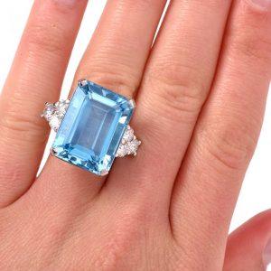 anillo de azul augamarina