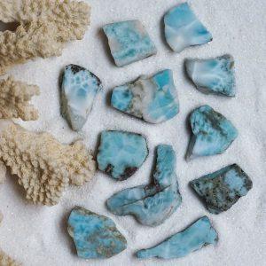 piedra larimar en bruto