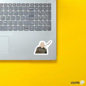 استیکر لپ تاپ لگولاس روی لپتاپ