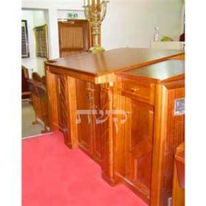 תיבה בבית כנסת בן איש חי, פאריז, צרפת- קשת רהיטי עץ ומתכת