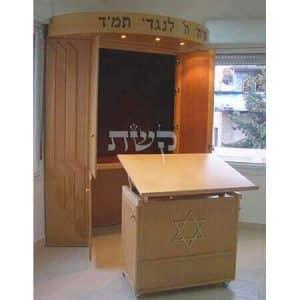 ארון קודש עם תיבה נשלפת- בבית מדרש חוט השני, ירושלים 2