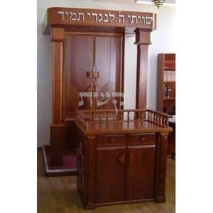 ארון קודש בבית הכנסת תורת שרגא, ירושלים- קשת רהיטי עץ ומתכת