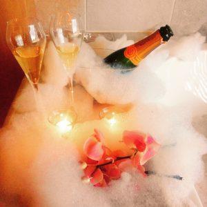 Champagner im Schaumbad