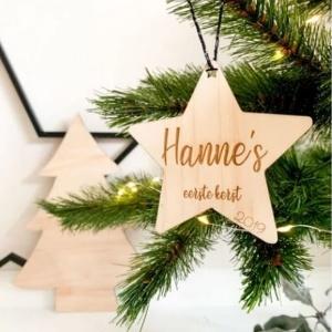 Houten hanger ster met naam gegraveerd