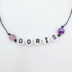 Naamarmbandje met natuurstenen ronde paarse agate kralen