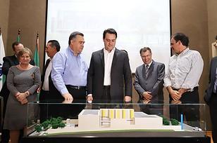 Governador Carlos Massa Ratinho Junior assinou nesta segunda-feira (04) a licitação para as obras do novo complexo, que permitirá ampliar a capacidade de 8 mil para 25 mil atendimentos por mês. Investimento do Governo do Estado é de R$ 8,8 milhões.