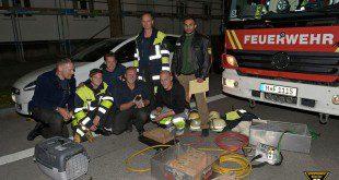 Kätzchen von Feuerwehr befreit