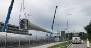 Anlieferung Rotoren für das zweite Windkraftwerk in München-Fröttmaning