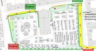 Zugangsplan Auer Kirchweihdult 2020. Die Eingänge sind auf der Rückseite vom Mariahilfplatz, Die Anstellflächen sind gelb markiert, in der Ahornalle (blaue Pfeile) gilt eine Einbahnregelung