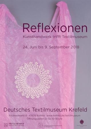 """Plakat zut Ausstellung """"Reflexionen - Kunsthandwerk trifft Textilmuseum"""""""