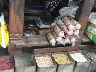 Fagioli utilizzati per la zuppa Kwati durante il festival Janai Purnima, Nepal