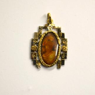 Ciondolo in oro 18 carati con miniatura centrale dipinta a mano raffigurante il busto di una dama