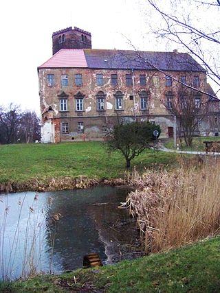 Ostseite von Schloss Schnaditz / Foto: Wikipedia / Tnemtsoni / CC-BY-SA 3.0 / Foto oben: Wikipedia / Radler 59 / CC-BY-SA 3.0