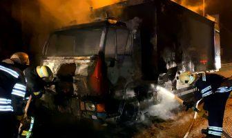 Пожежа вантажного автомобіля на трасі