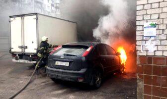 Пожежа горять автомобілі