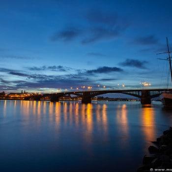 Blick auf die Theodor-Heuss-Brücke in Mainz am Rhein, Foto von Michael Mühlstein