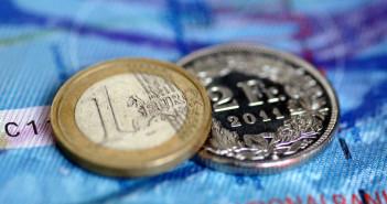 ελβετικο-φραγκο-ευρω-νομισματα-forex