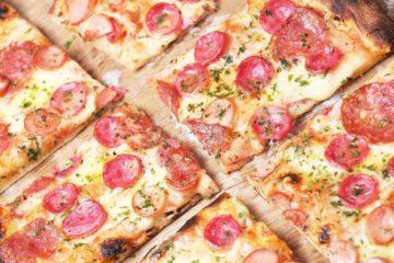 Ciasto na pizzę. Jak zrobić szybkie cienkie ciasto na pizze