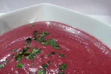 Zupa krem z pieczonych buraków i malin