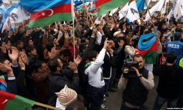 Ադրբեջանցիները ահաբեկչության են գնում երկրի պետական դրոշով ու «Ղարաբաղ» վանկարկելով