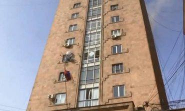 Ուղիղ միացում. Խոշոր հրդեհ՝ Մամուլի շենքում. «1-ԲԻՍ» կանչով դեպքի վայր է մեկնել 4 մարտական հաշվարկ