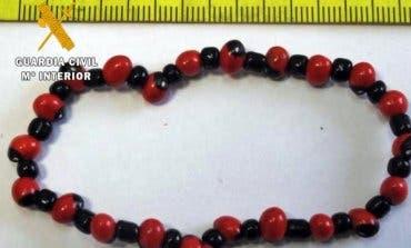 La Guardia Civil alerta: Cuidado si te venden una de estas pulseras