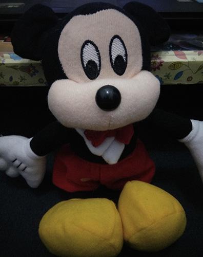 Si boneka Mickey Mouse