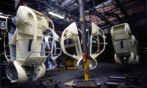 Koetsen van de 2CV in de fabriek in Levallois, Frankrijk