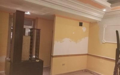 Como podemos quitar la pintura de goteleé en las paredes de una habitación