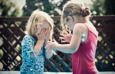 Streitende Mädchen - RIT Reflexintegration