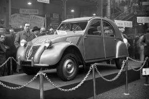 Onthulling 2CV Salon de Paris 1948