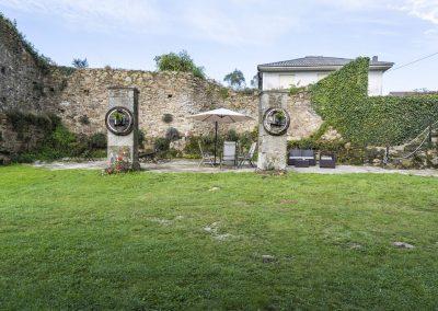 Zona central del exterior de la Casa rural A Canteira, Vimienzo A Coruña Galicia