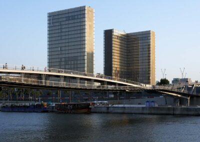 Gångbron Simone de Beauvoir i Paris