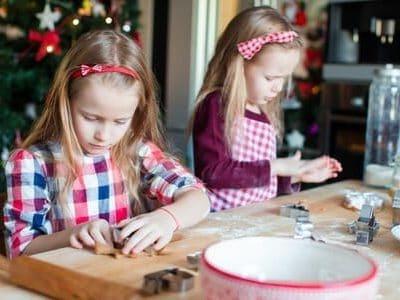 Biscotti di Natale: per stare in cucina con i bambini