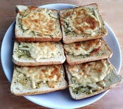 A recipe of a homemade garlic bread using a white sliced bread with mozzarella and cheddar cheese