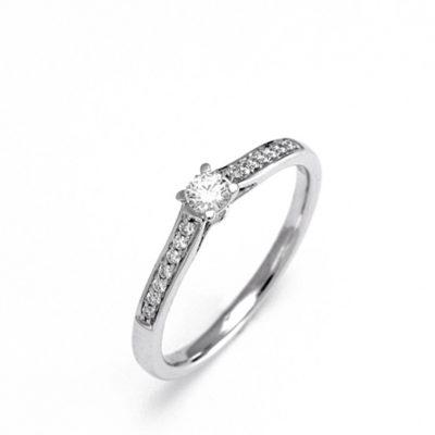 Solitario oro blanco y diamante central