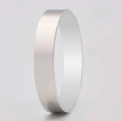 Alianza de Oro Blanco de 18 quilates ASF Ref. 60796 plana lisa de 4 mm de ancho. Posee un bonito y clásico acabado en brillo pulido.