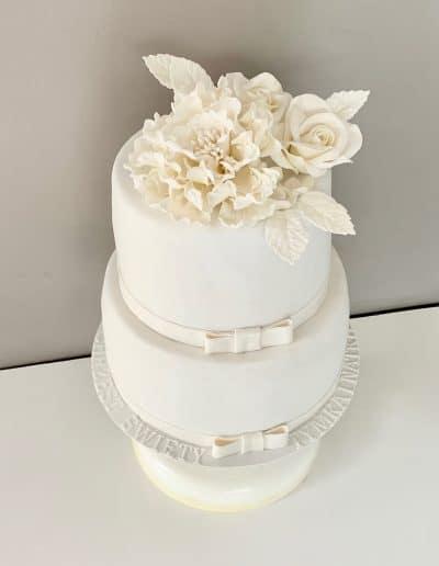 tort bialy na chrzest