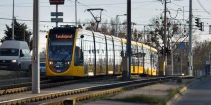 56 méteres villamos érkezett Budapestre