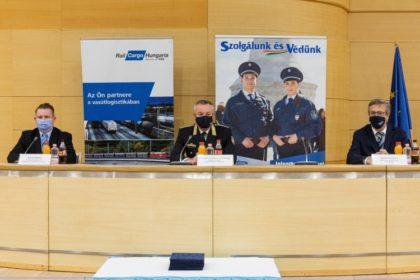 Rendőrök munkáját jutalmazta a Rail Cargo Hungaria Zrt.