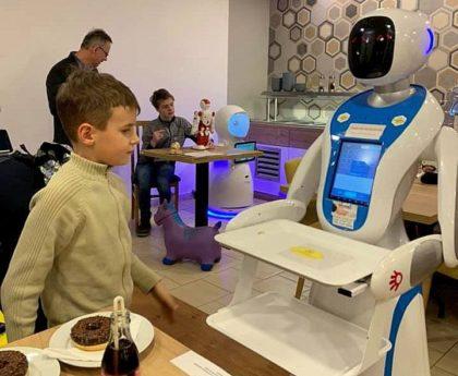 Pesten a robotok már az asztalnál vannak!