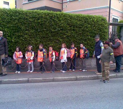 Tutti a scuola a piedi con il Pedibus!