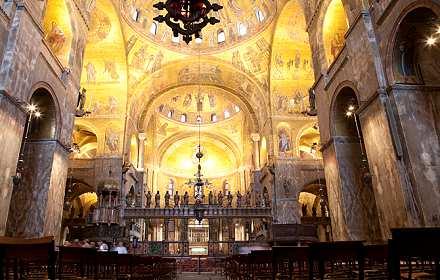 basilica san marco cade dall'impalcatura