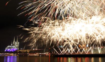 Feuerwerk am Kölner Dom