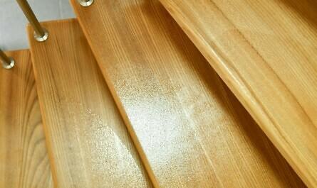 Treppenstufen aus Holz mit Rutschstopp