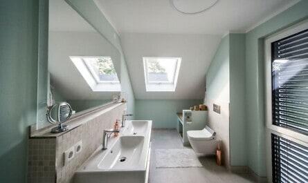 Modernes Badezimmer im Dachgeschoss
