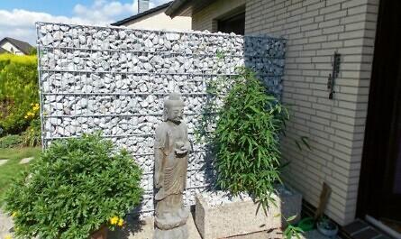 Gabionen-Mauer als Sichtschutz