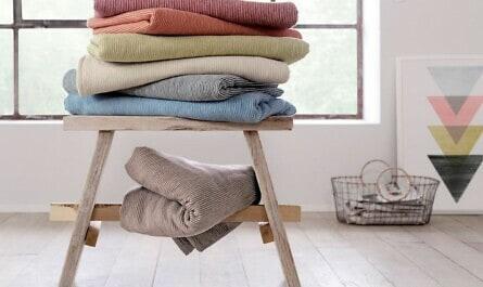 Decken aus Baumwolle auf Hocker