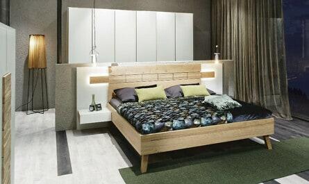 Bett aus massivem Naturholz